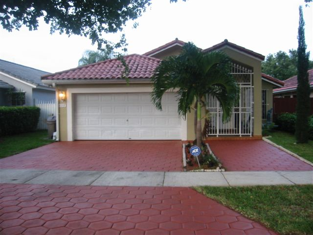 4237 SW 154th Court Photo